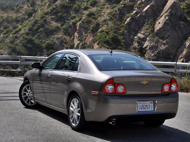 Traseira traz linhas inspiradas no Corvette e de Opala.