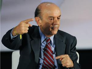 O pré-candidato do PSDB à Presidência da República, José Serra, participa de sabatina na 13ª Marcha de Prefeitos a Brasília
