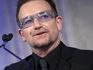 O cantor e líder da banda de rock U2, Bono Vox: astro se machucou na Alemanha.