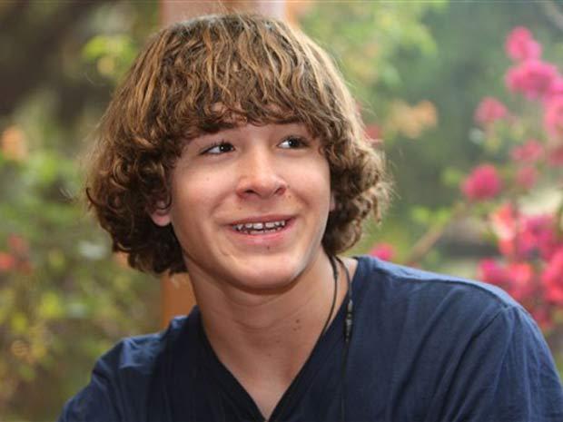 Jordan Romero, de 13 anos, tornou-se o alpinista mais jovem a alcançar o cume do Everest.