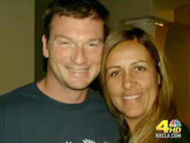 Bruce Beresford-Redman e Monica em foto de álbum de família.