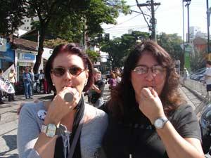 Lígia Piola e Cinthia Silva, comerciantes da região, reclamam da mudança nas vagas