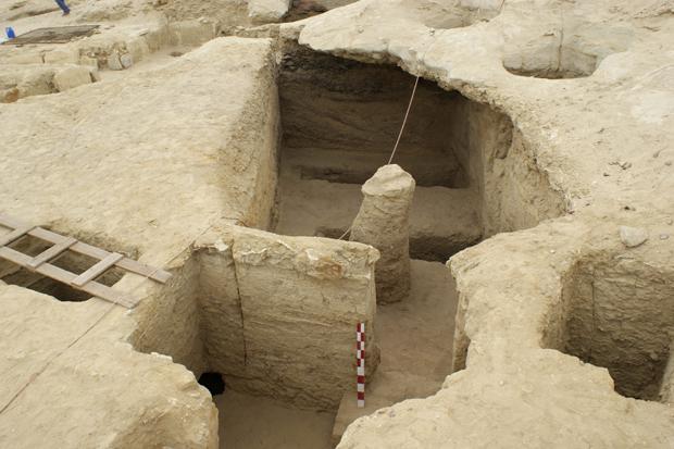 Região onde foram encontradas as tumbas fica a 100 quilômetros do Cairo.