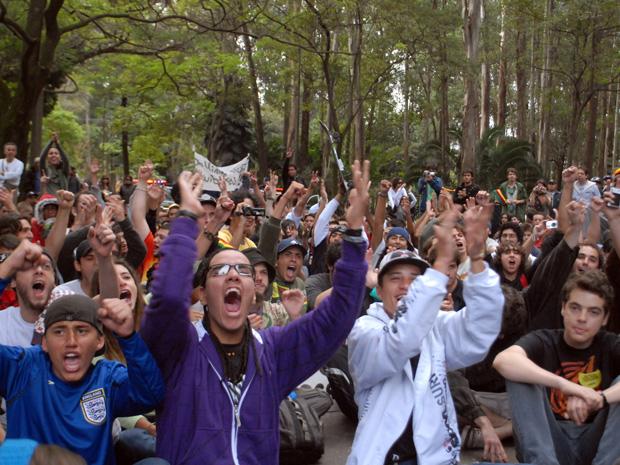 Jovens fazem protesto pró-maconha no Ibirapuera