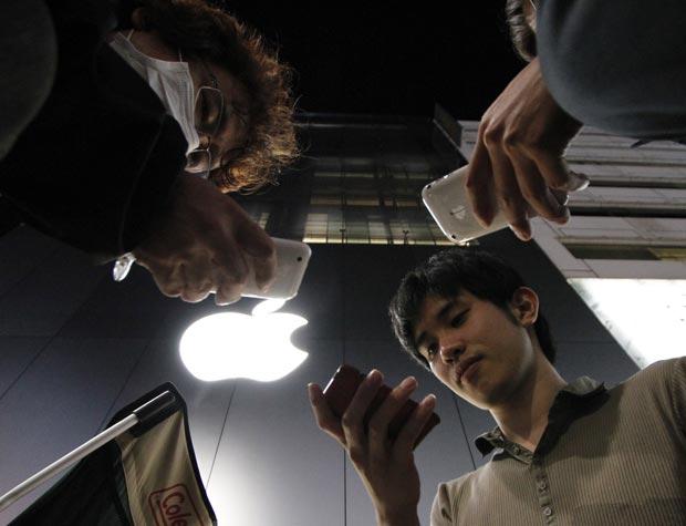 Japoneses formam fila para comprar iPad
