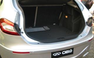 Porta-malas tem capacidade para 338 litros