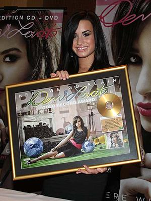 Segundo CD de Demi vendeu 50 mil discos no Brasil