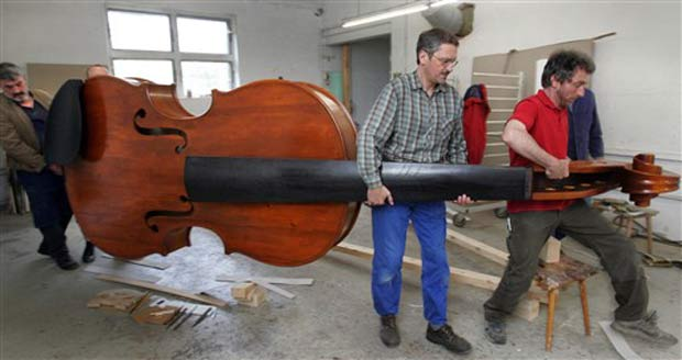 O instrumento tem 4,28 metros de comprimento, 1,45 metro de largura e pesa mais de cem quilos.
