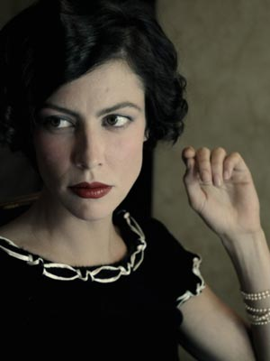 Anna Mouglalis, na pele de Coco Chanel