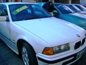 Preços baixos incentivam venda de carros
