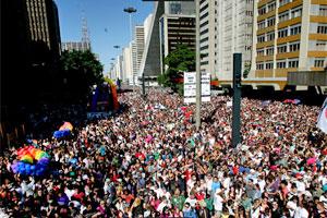 Multidão na Parada Gay de SP (Foto: Daigo Oliva/G1)