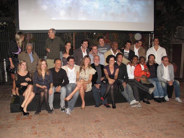 O elenco do seriado, que vai contar com oito episódios  escritos por Antônio Calmon e dirigidos por Wolf Maia. A estreia será na  próxima terça-feira (15), logo após a exibição de 'Casseta &  Planeta Urgente'.