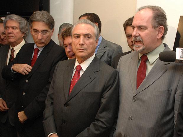O ex-ministro das Comunicações, Hélio Costa, o ex-prefeito de Belo Horizonte, Fernando Pimentel (PT), o presidente nacional do PMDB, Michel Temer (SP) e o presidente nacional do PT, José  Dutra