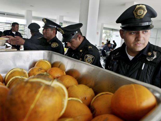 Dieta alimentar procura mudar hábitos alimentares da polícia mexicana