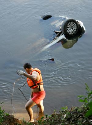 Condutora estava na 17ª aula e fazia balizas quando perdeu o  controle do veículo