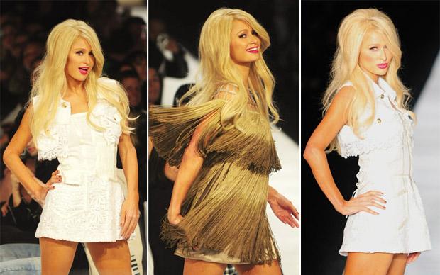 Looks curtíssimos usados por Paris Hiton incluíram um vestido bege de franjas