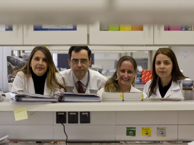 Daniela S. Rosa, Edecio Cunha-Neto, Susan Ribeiro e Eliane Mairena no Laboratório de Imunologia Clínica e Alergia da USP