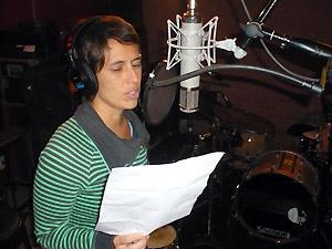 Silvia Machete em estúdio, durante gravação da faixa