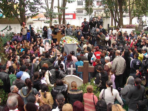 enterro620 2014 google img   Caso Mércia Nakashima | Corpo da advogada morta encontrado em Nazaré Paulista   Foto e Vídeo