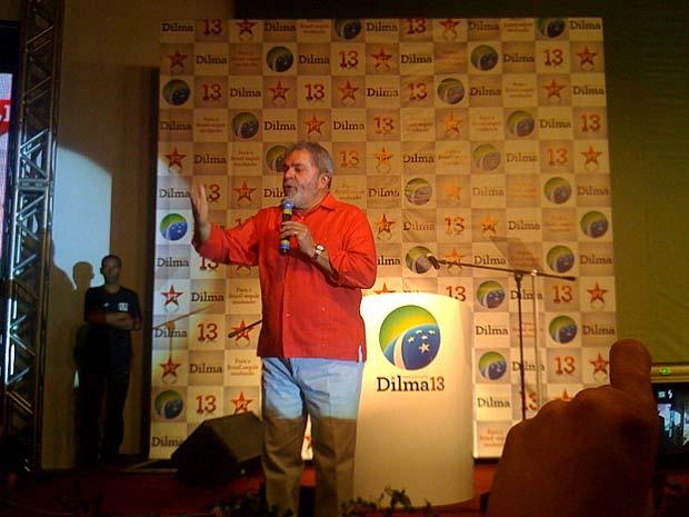 O presidente Luiz Inácio Lula da Silva discursa durante a convenção do PT que oficializou o nome de Dilma Rousseff candidata do partido à Presidência