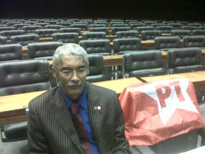 O deputado Domingos Dutra (PT-MA) no plenário da Câmara dos Deputados nesta segunda-feira (14)