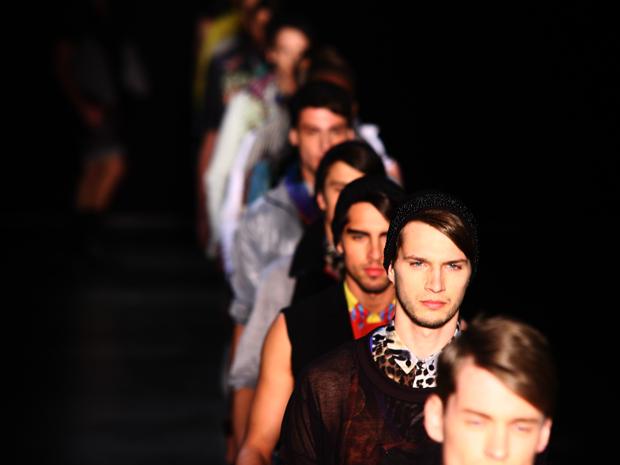Modelos encerram o desfile da grife de moda masculina V. Rom,  na SPFW.