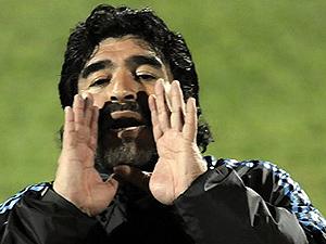Maradona: visual do técnico é adequado à sua idade, diz o expert Mauro Freire.