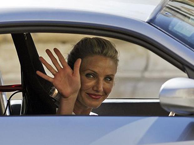 A atriz recriou cenas do filme de ação, que teve parte de suas locações no país europeu.