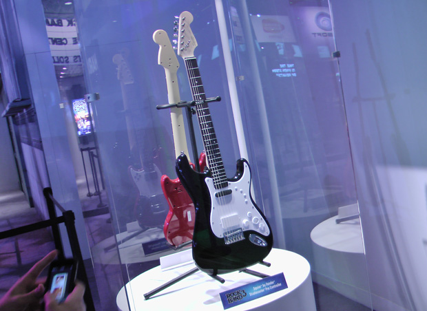 Fender lançará uma guitarra real com sensor para que os gamers jogem o game no modo profissional.