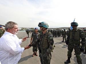 O presidente Lula durante cerimônia de formatura das tropas brasileiras da Missão da ONU (Minustah) no Haiti, em fevreiro de 2010