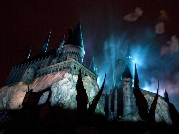 Vista do Castelo de Hogwarts, que guarda uma das atrações do novo parque temático.