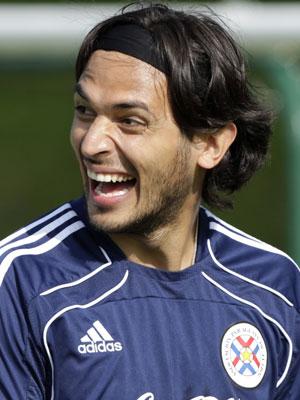 Roque Santa Cruz, do Paraguai, foi eleito o mais bonito da Copa de 2006 por revista alemã e está na Copa de 2010