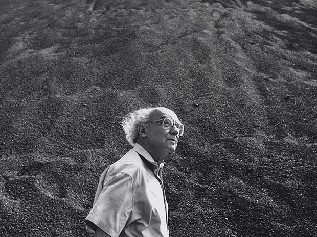 O escritor português José Saramago, pelas lentes de Sebastião Salgado, em Lanzarote, Espanha