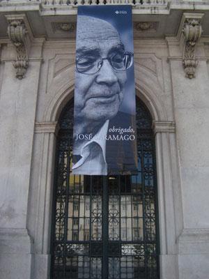 Faixa é colocada na Câmara Municipal de Lisboa