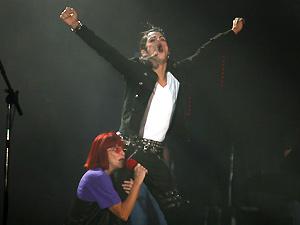 Nikky Goulart, sósia de Michael Jackson, durante participação no show da cantora Rita Lee