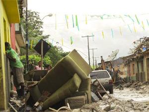 Casas ficaram destruídas em Branquinha (AL)