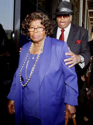 Katherine e Joe, pais de Michael Jackson: sem grandes homenagens no aniversário de um ano da morte do filho. (Foto: AP)