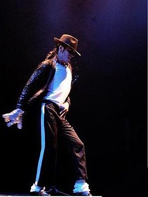Rodrigo Jam, sósia de Michael Jackson, em cena