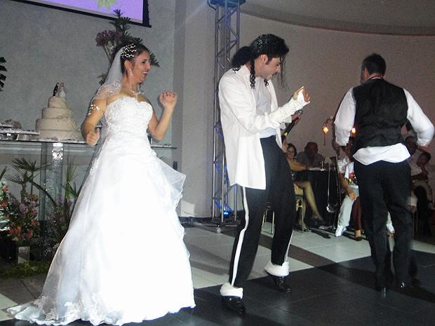 Rodrigo Teaser diz que hoje  faz shows que vão de festas infantis a casamentos