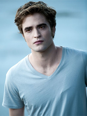 Pattinson na pele do vampiro Edward, na saga 'Crepúsculo'.