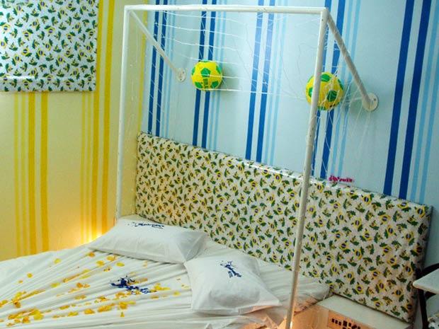 No Aphrodit´s Motel, em São Paulo, os casais podem se imaginar   dentro de um campo de futebol, debaixo da trave.