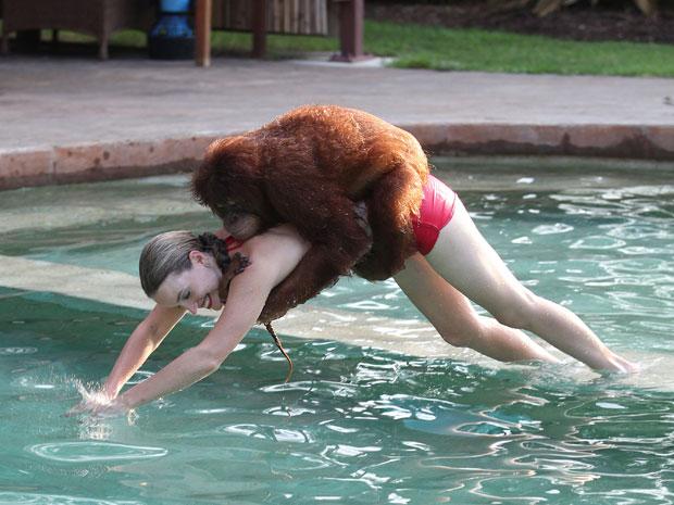 Moksha Bybee e Suryia mergulham em parque na Carolina do Sul