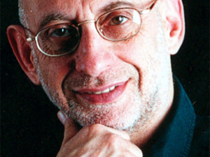 O ator, escritor e crítico teatral Alberto Guzik, morto aos 66, em SP.