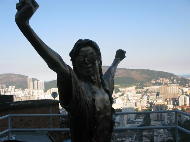 Estátua Michael Jackson no Santa Marta