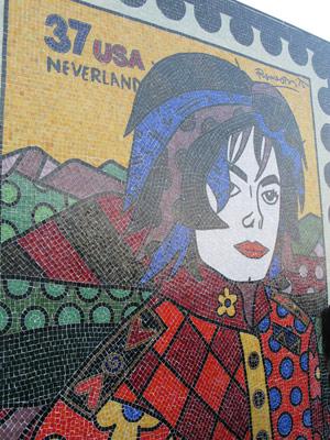 Laje onde cantor gravou clipe ganhou mosaico de Romero Britto