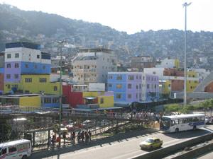 Sessenta casas da Rocinha foram coloridas. Novo visual faz parte das obras do PAC