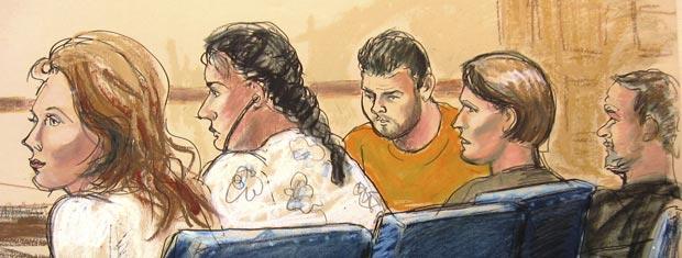 Desenho mostra quatro dos supostos espiões nesta segunda-feira (28) diante de tribunal em Nova York.