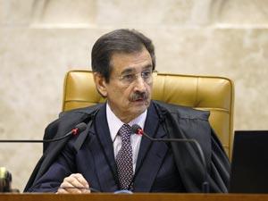 O ministro Cezar Peluso, presidente do STF e relator do pedido de Intervenção Federal, em sessão plenária nesta quarta (30)