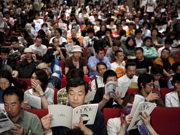 Público compareceu à exibição de première do documentário 'The Cove'.
