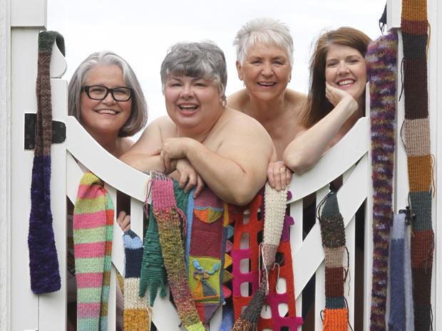 Marsha Cunningham, 63, Debby Sims, 57, Barbara Weber, 76, e Lavonne Northcutt, 48, posam para calendário